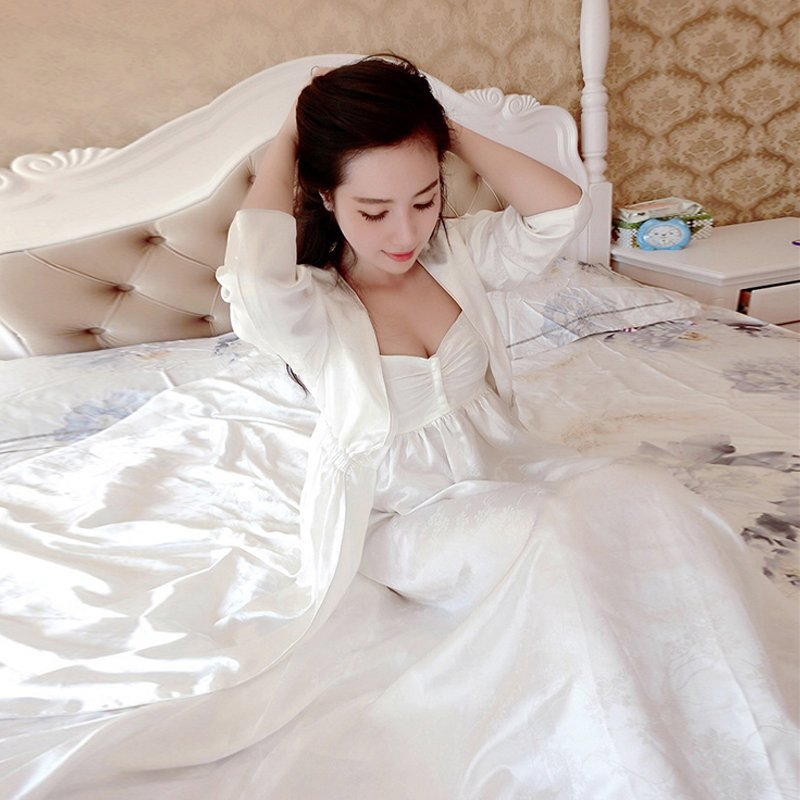 2017 Liu Meiren same paragraph Spring and Autumn silk pajamasfemale long-sleeved sling nightdress nightgown suit long section ofhome clothes summer