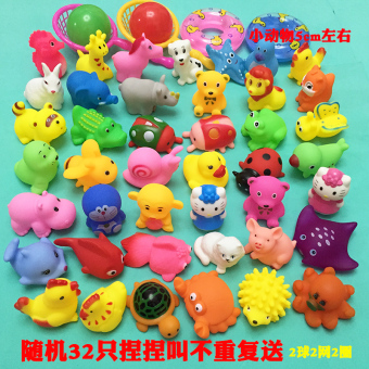 The size of the baby, playing in the water yellow pinch swimming duck toys