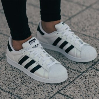 Harga Adidas Originals Superstar Metallic Casual Shoes S75873 White/Black- intl