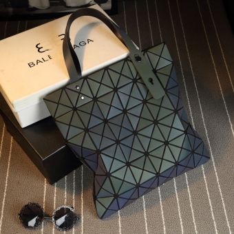 TRANSFORMERS color changing celebrity inspired geometric Lingge bag (Yeguang 6 x 6)