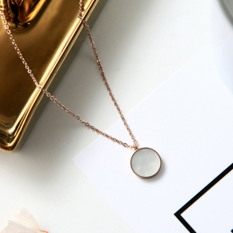 European and American black and white titanium steel mother of pearl disc necklace Rose Gold